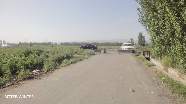 Roadblock at the entrance to Ergong village