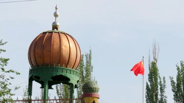 The Tuguruk·Buzuriragah mosque in the Jianguo village, Huicheng township of Kumul has also lost its symbol from the dome.