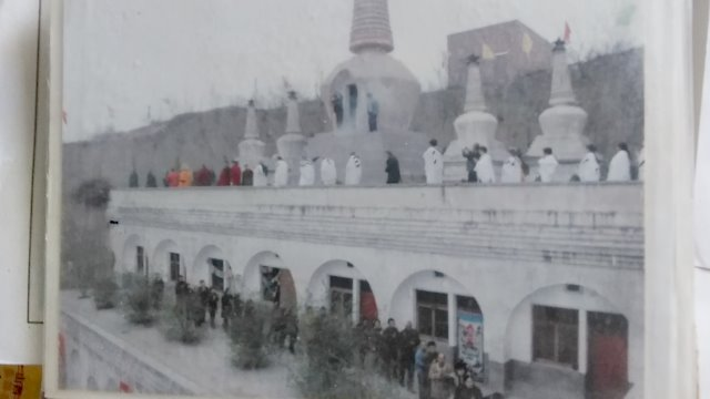 Worshipers at the Guanghua Temple