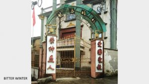 A national flag has already been erected at the Dalu Three-Self church entrance in Qingtian county