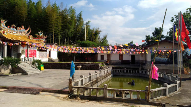 The national flag has been raised at Xihuayan Temple in Dehua county Fujian
