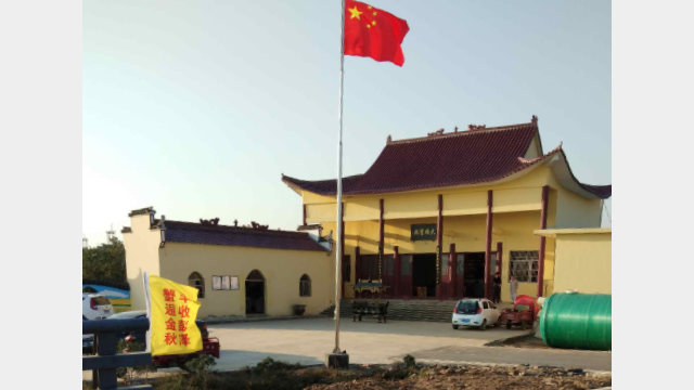 The national flag has been raised at Qingyun Temple in Pengze county, Jiangxi