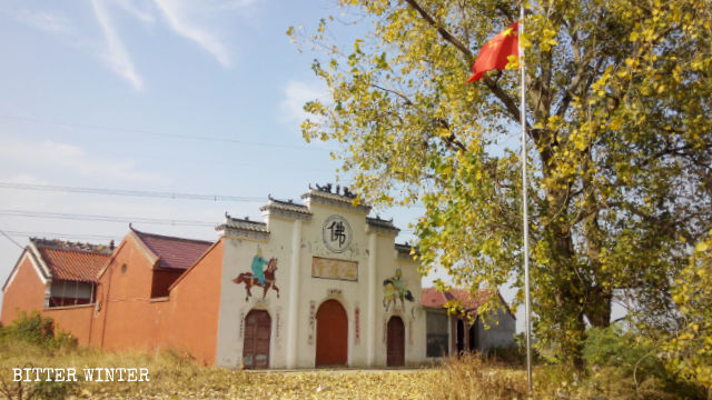 The national flag has been raised at Zhiguan Temple in Hubei