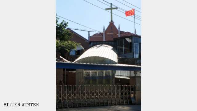 In mid-August 2018, Jinshan Town Christian Church in Dandong city's Yuanbao district was forced to raise the national flag