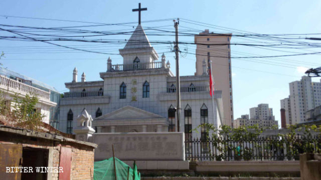 In mid-August, Taoyuanshan Church in Dandong city's Yuanbao district was forced to raise the national flag.