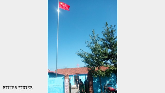 On August 19, a Christian Three-Self church meeting place in Dandong city's Tangshancheng town was forced to erect the national flag.