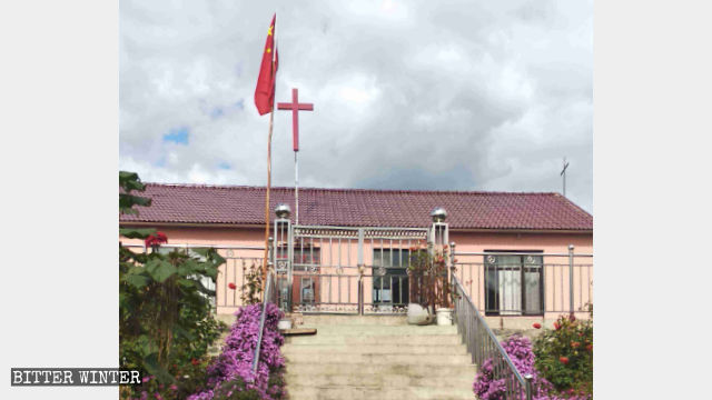 In mid-September, Changling Church in Dandong city's Kuandian county was forced to raise the national flag.