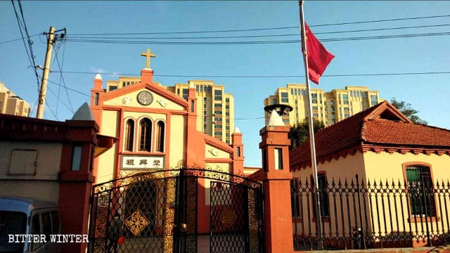 On September 24, the national flag was raised at Badao Church in Dandong city.