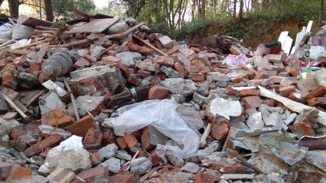 Xishan Temple has been turned into a pile of ruins.