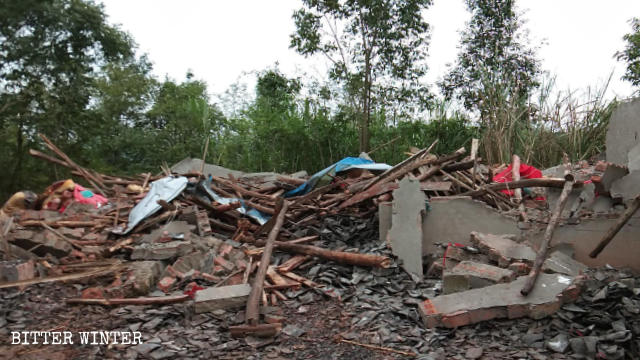 government officials had forcibly destroyed Baique Temple