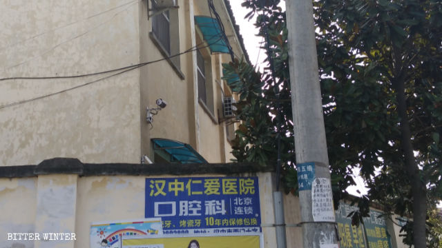 Surveillance cameras have been installed at the abandoned elementary school that now serves as a legal education center.