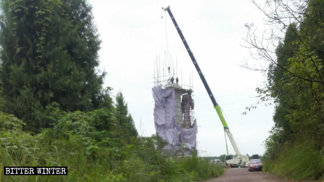 A crane was dismantling the statue
