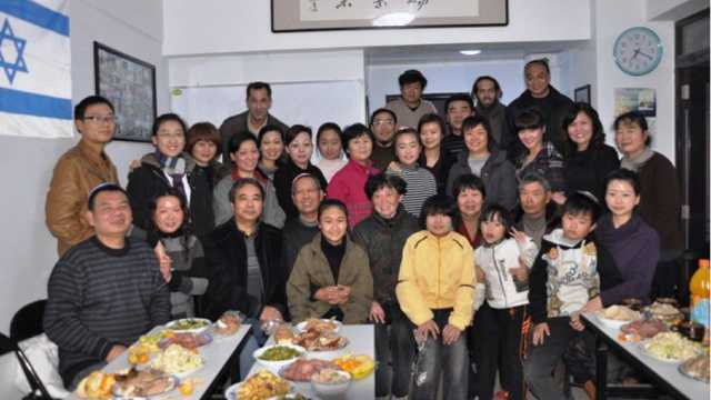 Members of the Kaifeng Jewish community meet for a dinner