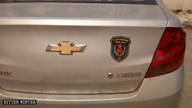 Vehicle stickers received by Li Guangming and his fellow veterans