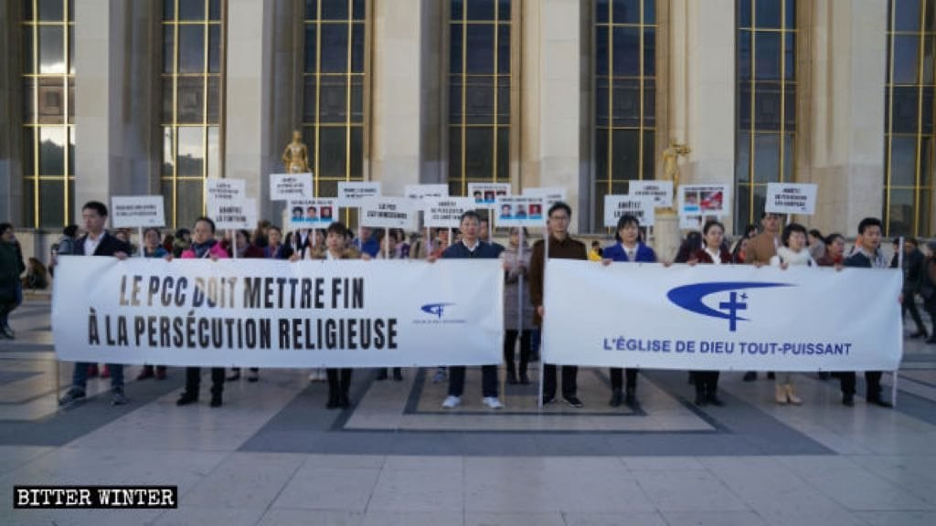 CAG members are demonstrating at Place du Trocadéro in Paris, denouncing the CCP for its long-term persecution of their Church.
