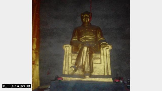 Mao Zedong statue enshrined at Xiaozhaolou Temple in Huangzhong township.