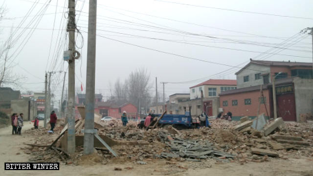 What remains after the demolition of the Yanwangmiao village church.