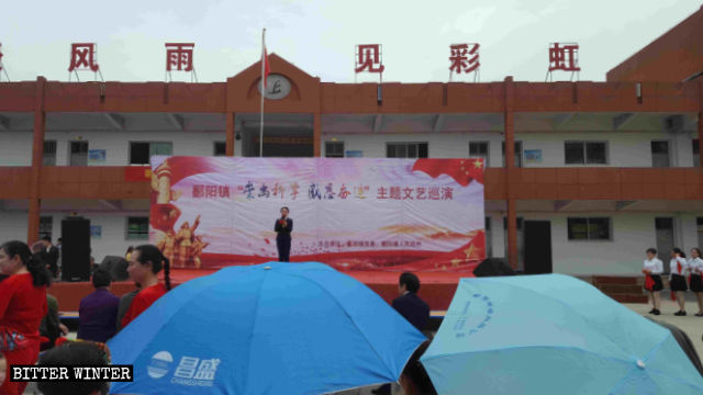 """Red"" cultural shows in a school of Poyang county."