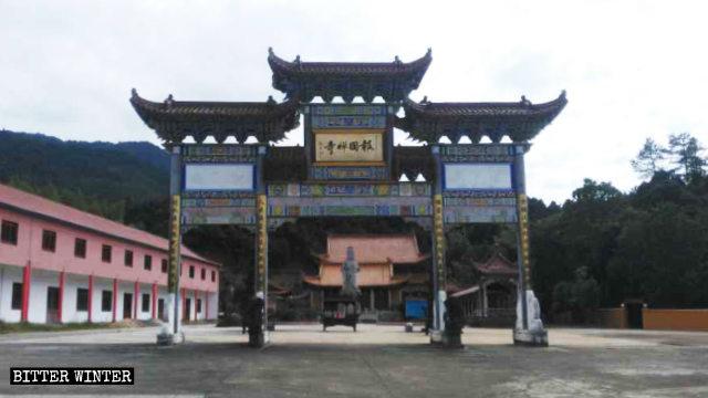 Baoguo Temple in Fujian was founded in 921.