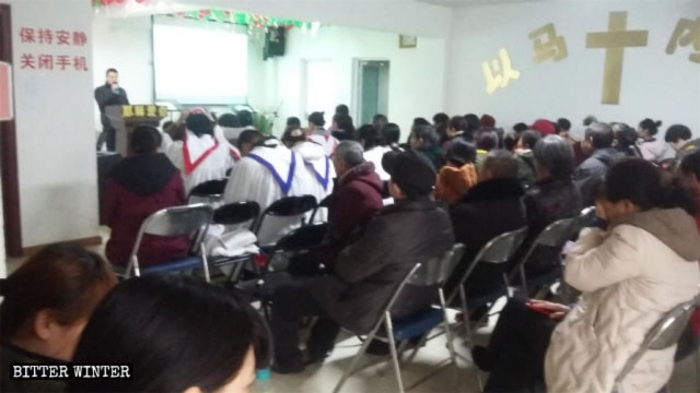 Believers of Xinwang Church are having a gathering.