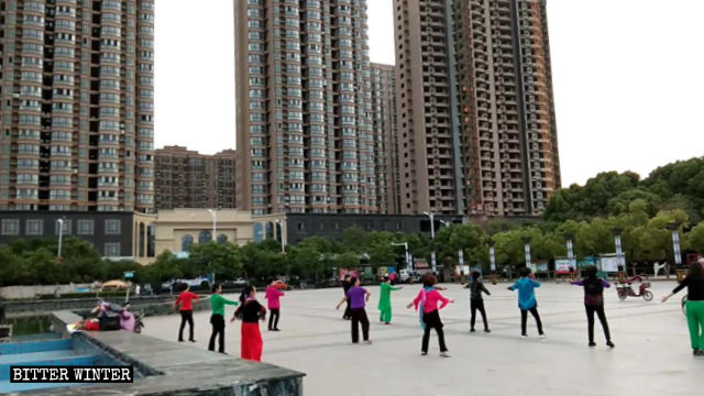 People in Henan Province doing aerobics to Buddhist songs
