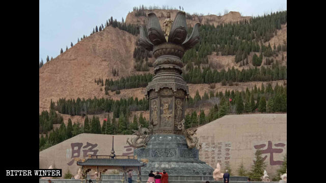 The height-adjustable bronze Guanyin statue Yuncheng was over 30 meters high.