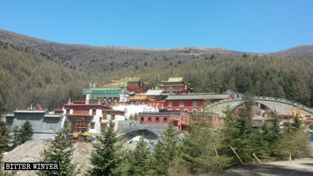 Panoramic view of Jixiang Temple