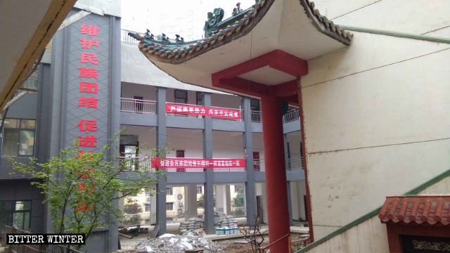 Political propaganda slogans are now displayed in the mosque on Qunzhong Road.